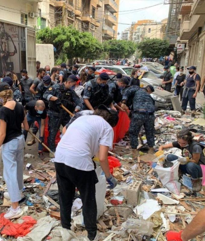 عشوائية في جمع الركام من المناطق المتضررة… وتحذير من مواد خطرة