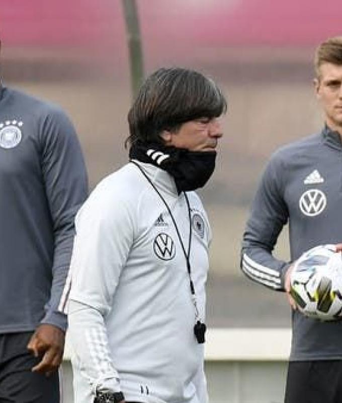الاتحاد الألماني يجدد الثقة بمدرب المنتخب لوف