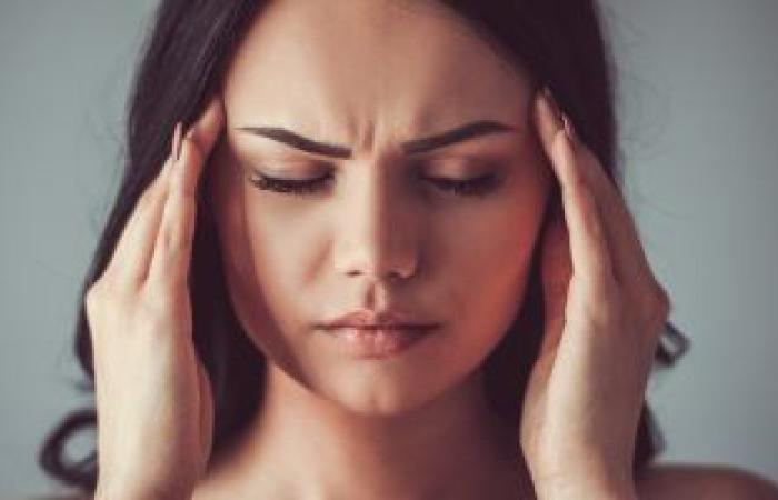 اعرفى السبب العلمى وراء الإصابة بالصداع النصفى المرتبط بالدورة الشهرية