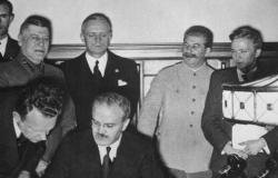 بسبب وفد دبلوماسي سيئ.. تحالف ستالين مع هتلر